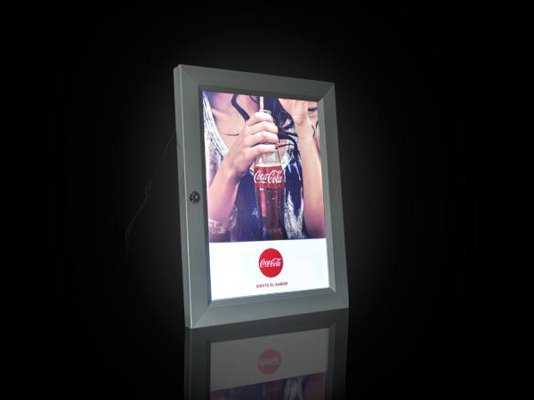 caja-caja-de-luz-caja-de-luz-led-creativo-merchandising-publicidad-creativoepm-publicidad-btl-coca-cola-acuatica
